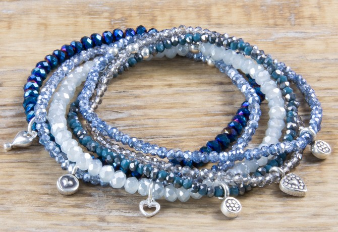 Pure Sparkle Ocean Blue mit Silber Charm Armband (2mm Perlen)