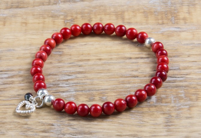 Rote Koralle Armband mit Silber Charm (6mm Perlen)